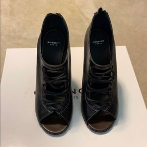 Brand new Givenchy Heels 39